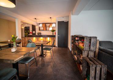 Groepaccommodatie huiskamer met bar